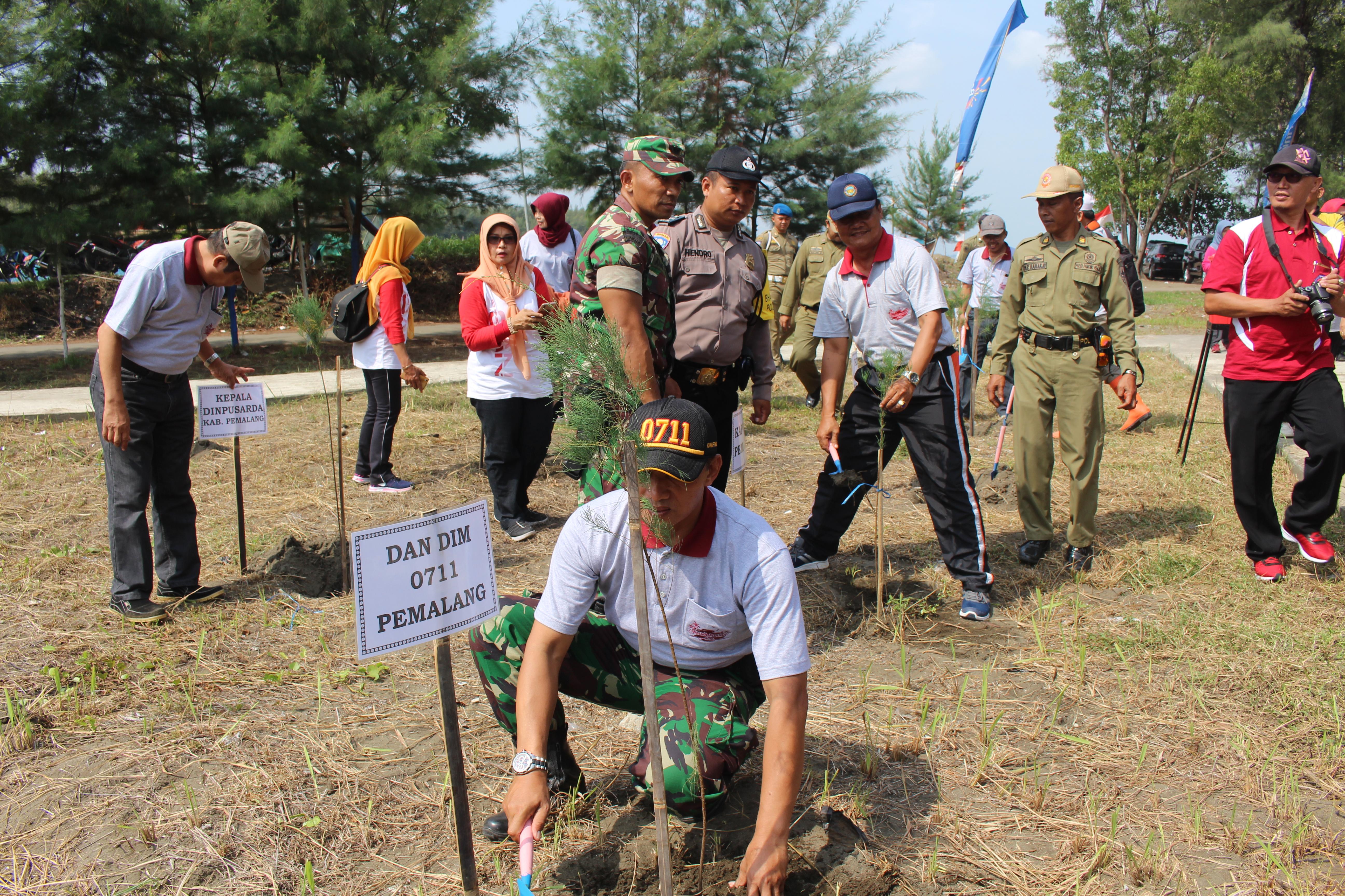 TINGKATKAN SINERGITAS TNI, POLRI DAN DINAS INSTANSI DENGAN KARYA BAKTI