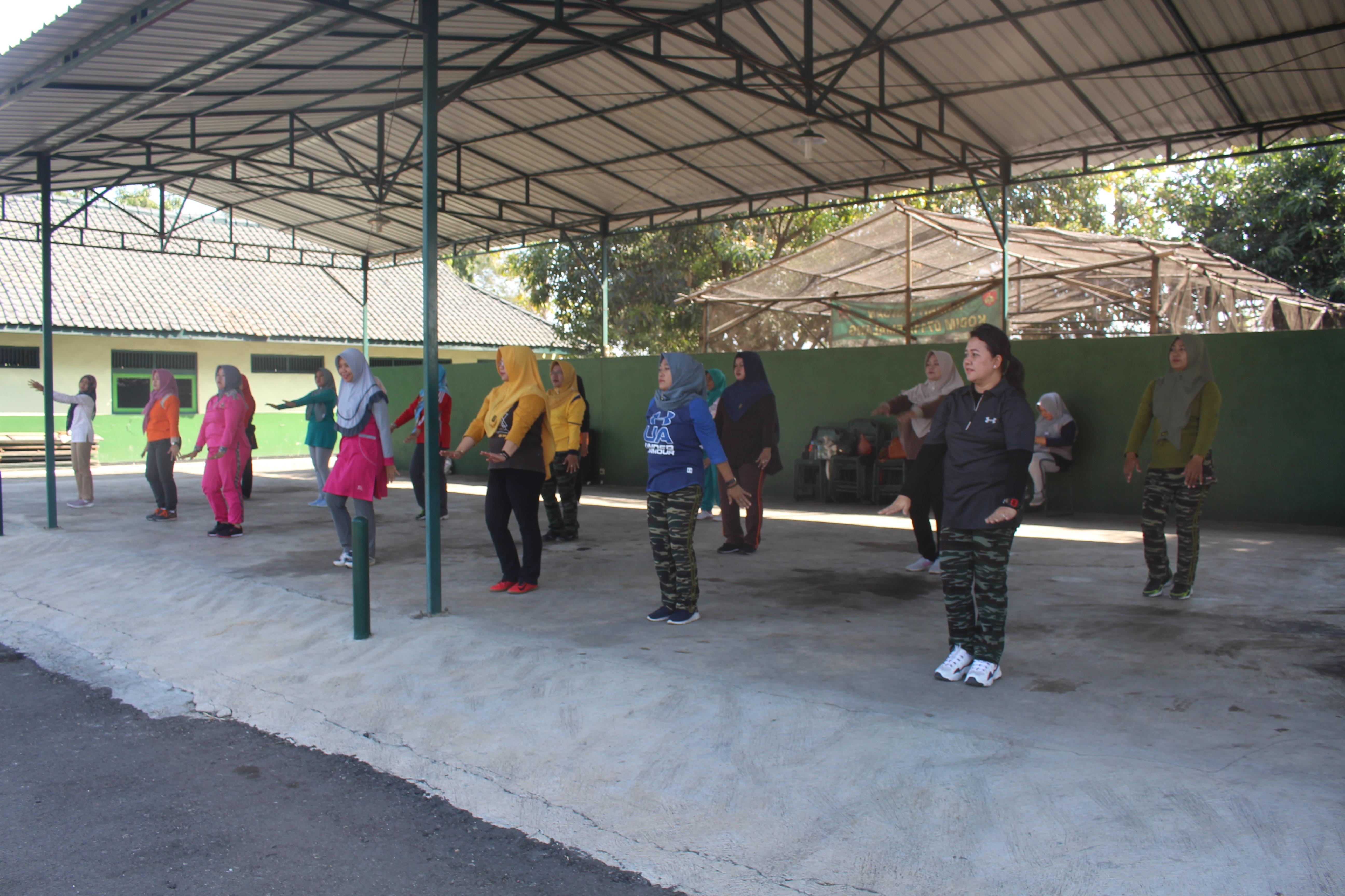 Meriahkan HUT ke 74 TNI , Persit KCK Cab XXI Latihan Senam Sajojo