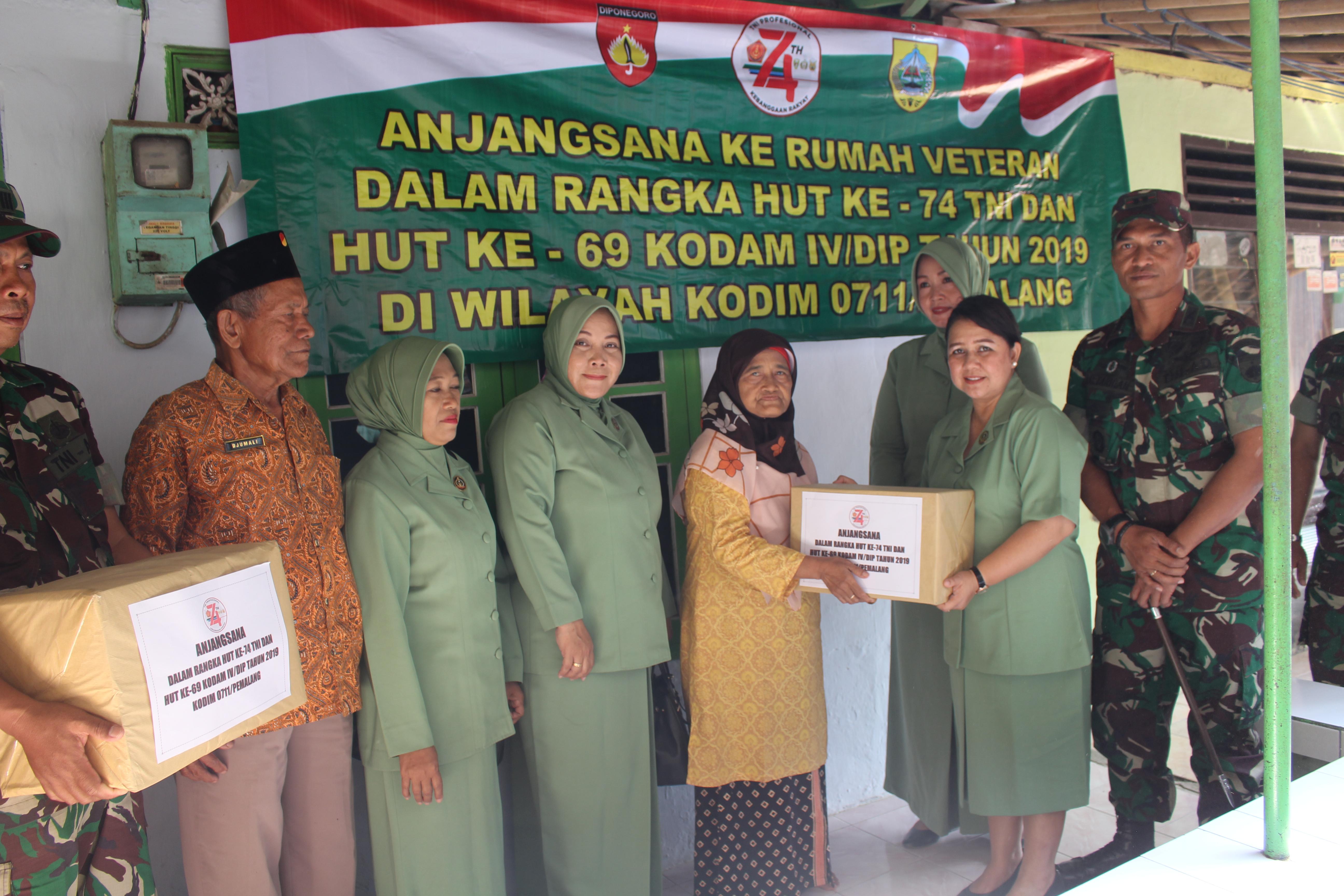 Peringati HUT Ke 74 TNI dan ke 69 Kodam IV/Dip,  Kodim 0711/Pemalang Anjangsana ke Warakawuri