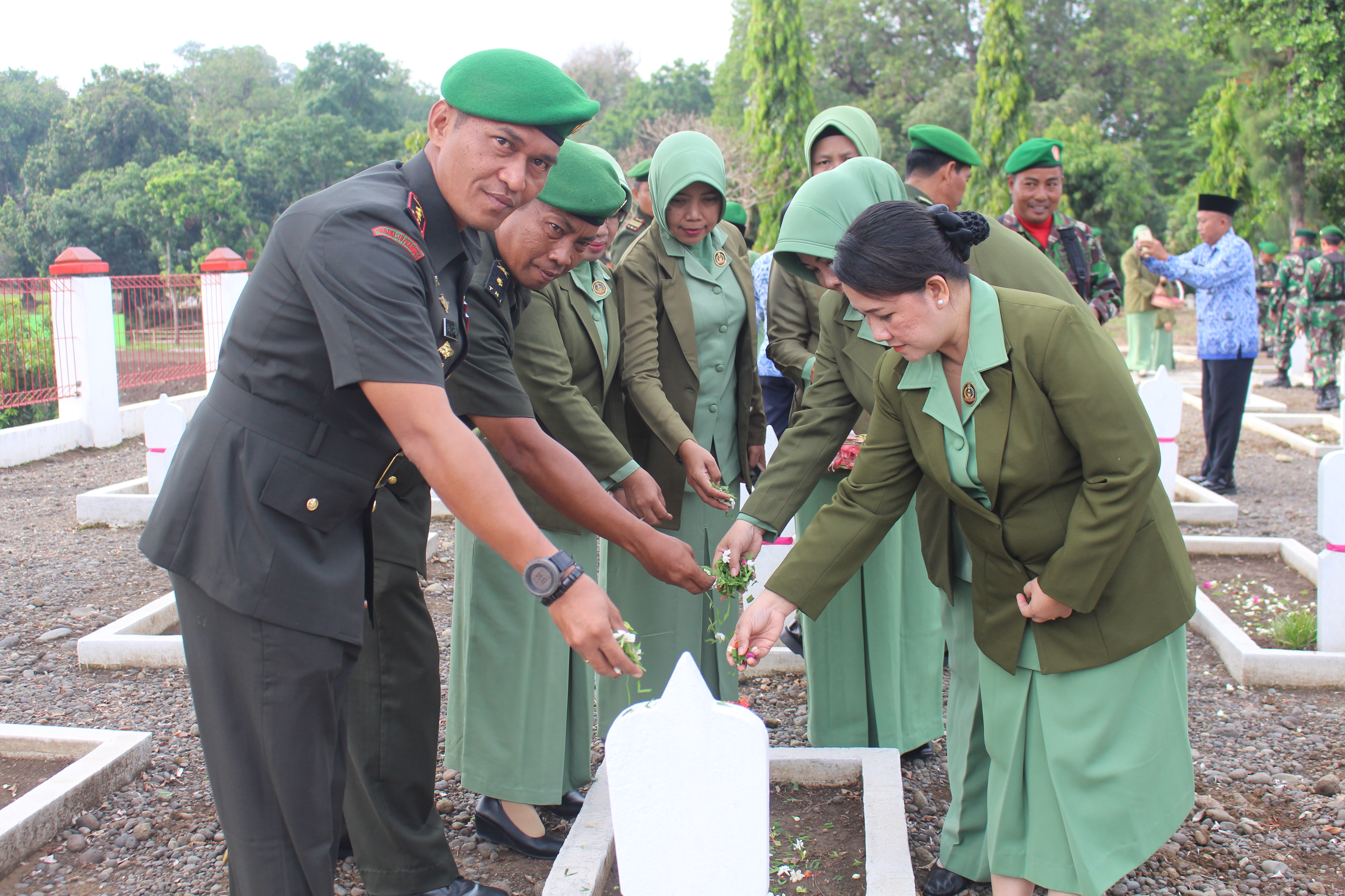 Kodim Pemalang adakan Ziarah di Taman Makam Pahlawan Jayana Sureng Yudha Penggarit Taman Pemalang dalam rangka Hari Juang TNI AD Tahun 2019
