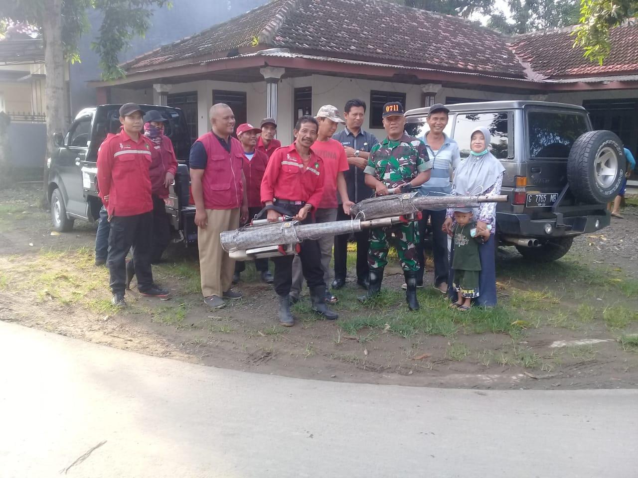 Cegah DBD TNI Pemalang Dampingi Foging dari Dinkes Pemalang