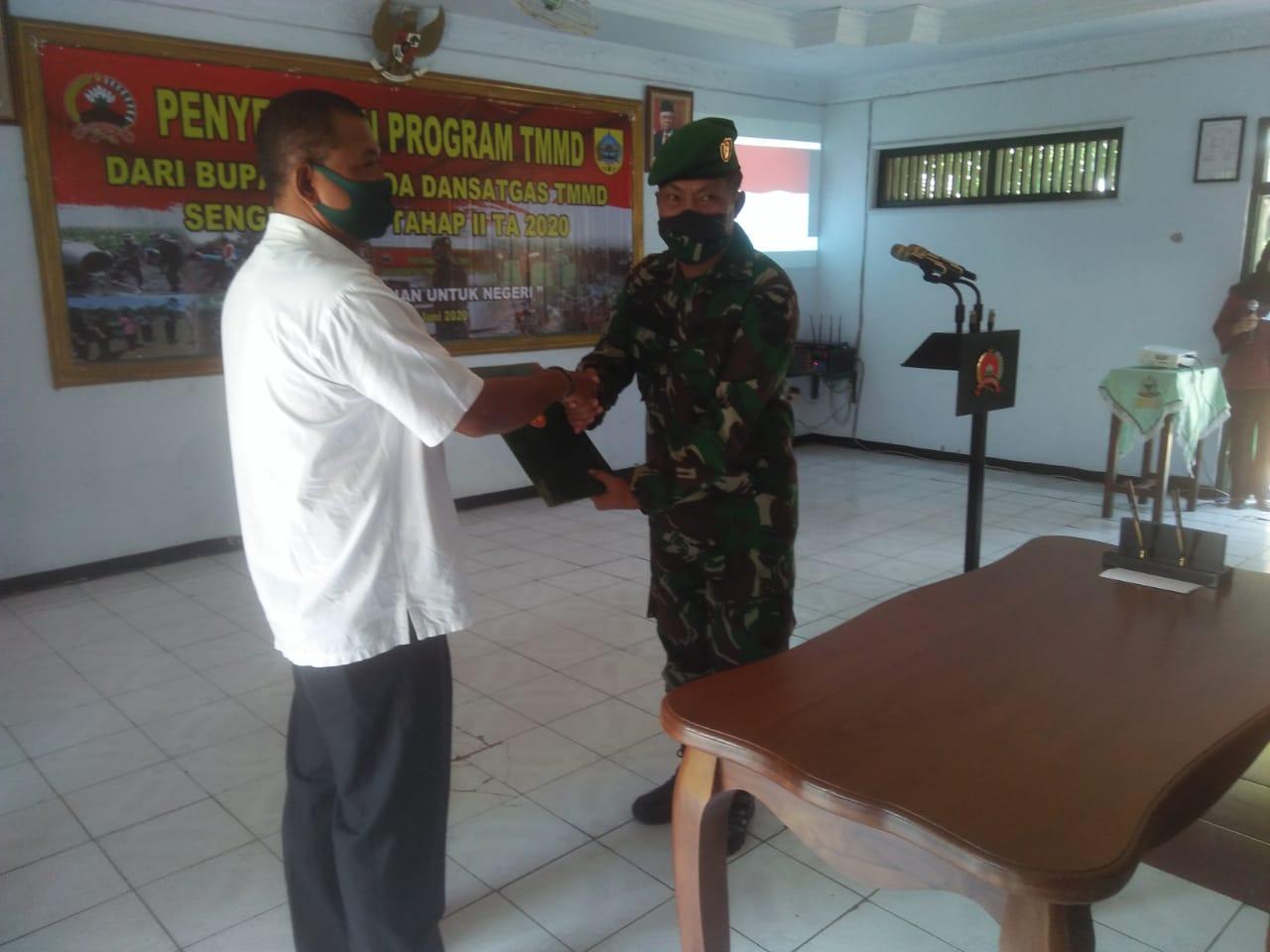 Penyerahan program TMMD Sengkuyung tahap II TA 2020 dari Bupati Pemalang kepada Dandim Selaku Dansatgas.