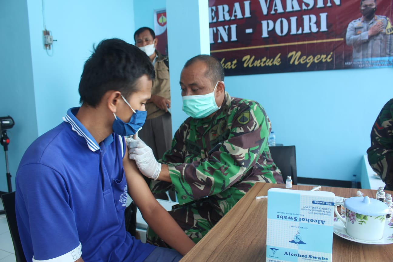 Dandim Pemalang Pantau Langsung Pelaksanaan Vaksinasi di Rutan Kelas II B Pemalang
