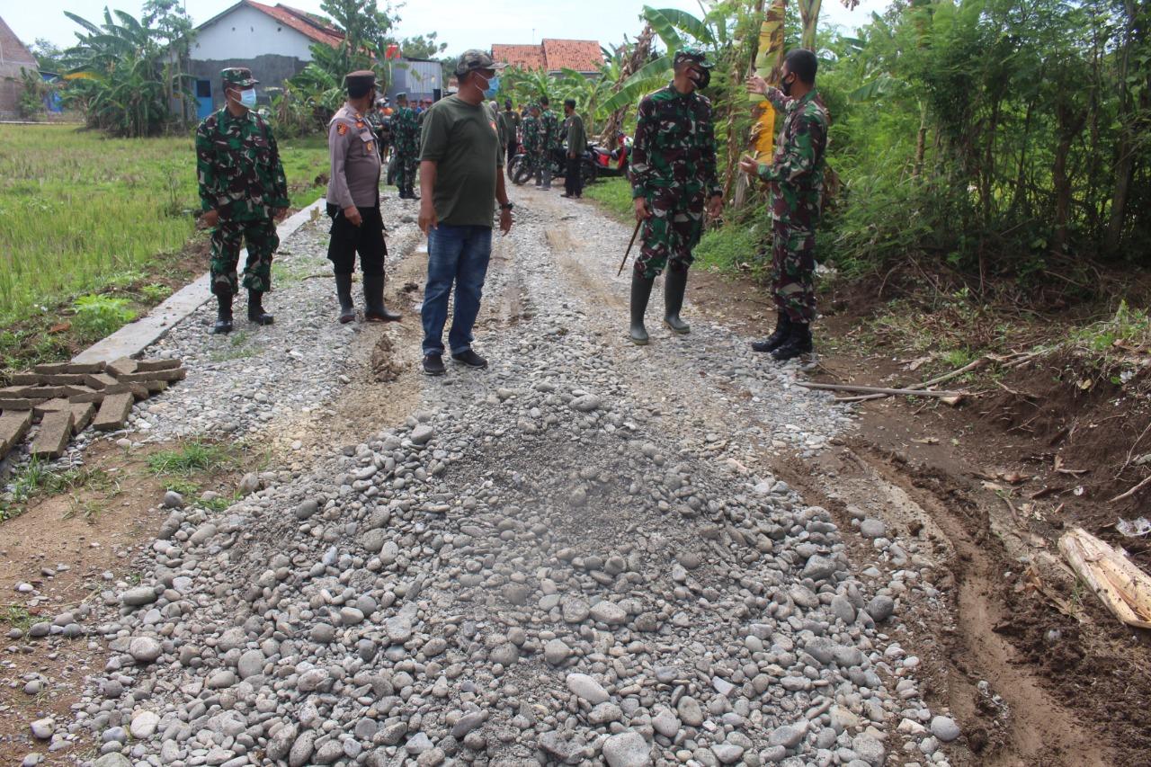 Dandim Pemalang Tinjau Pelaksanaan TMMD Sengkuyung III Tahun 2021 di Desa Samong
